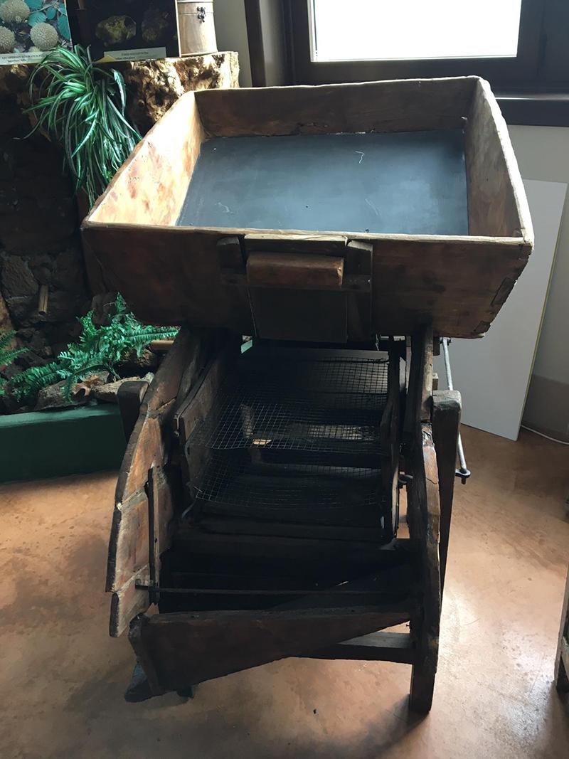 Crivilin-attrezzatura per setacciare castagne o altro